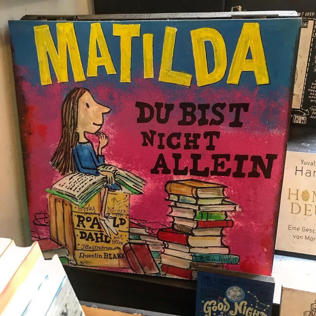 Roald Dahl siempre dentro de mis favoritos  #Berlin #bookstore #Alemania  . . . . . . : #roalddahl #Matilda #color #book #libreria #magic #lectura #visitgermany #deutschland #kinder #kids #germany #instagood #picoftheday #photooftheday #love