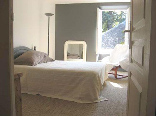 Chambre en blanc et gris - 1 mur gris | Walls Painting / peinture ...