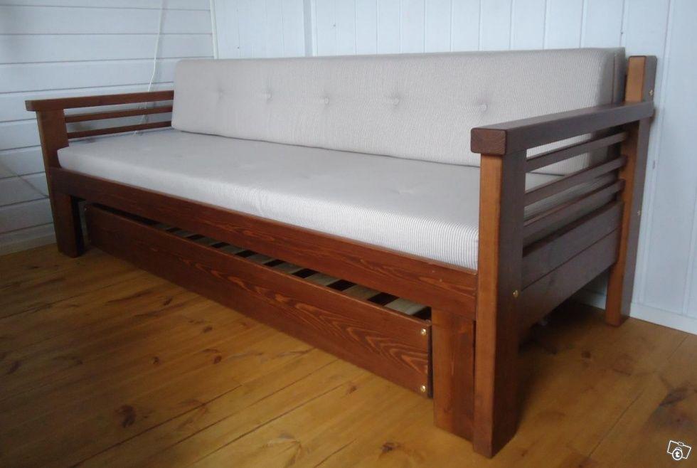 Kotimainen puinen laverisohva vuodevaatelaatikolla ja pellavanvärisellä raidallisella tyyny- ja patjasarjallaSohva on ostettu talvella ja sitä on tuskin käytettyja sekä kangas että puuosat ovat virheettömät elitämä on täysin uudenveroinenKoko on 203x