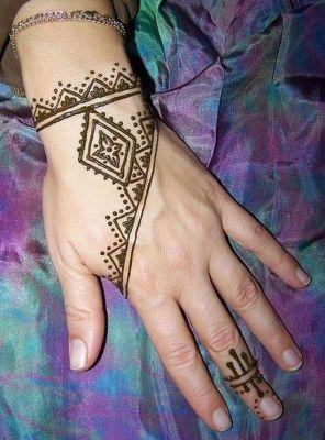 tatouage tatouage henne simple 20 projets essayer tatouage henn henn et dessin henn. Black Bedroom Furniture Sets. Home Design Ideas