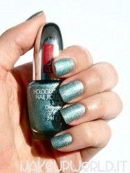 Pupa 032 Holographic Emerald #makeup #trucco #smalto #nail #nails #nailart #nailpolish #review #beauty #beautyblogger #nailmania