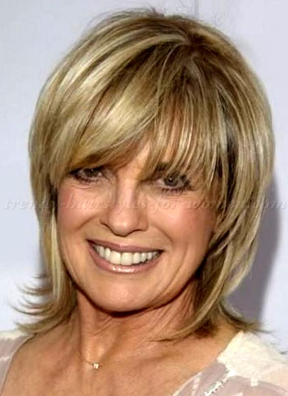 Medium Hairstyles Over 50 Diane Keaton Layered Bob Hairstyle Bob Curlybobhairstyles Layered Bob Hairstyles Medium Hair Styles Medium Length Hair Styles