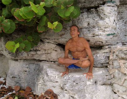 Doug Swenson / Tolasana / Cancun Mexico » Yoga Pose Weekly