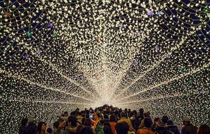 Túnel de luzes. Japão