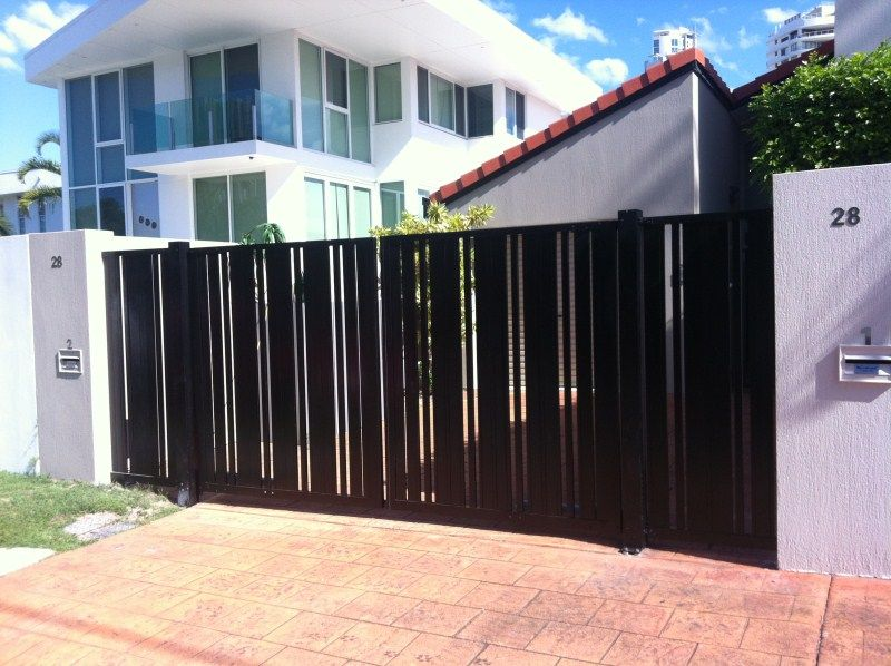 Sliding gate with vertical detail interior automatic - Sliding main gate design for home ...