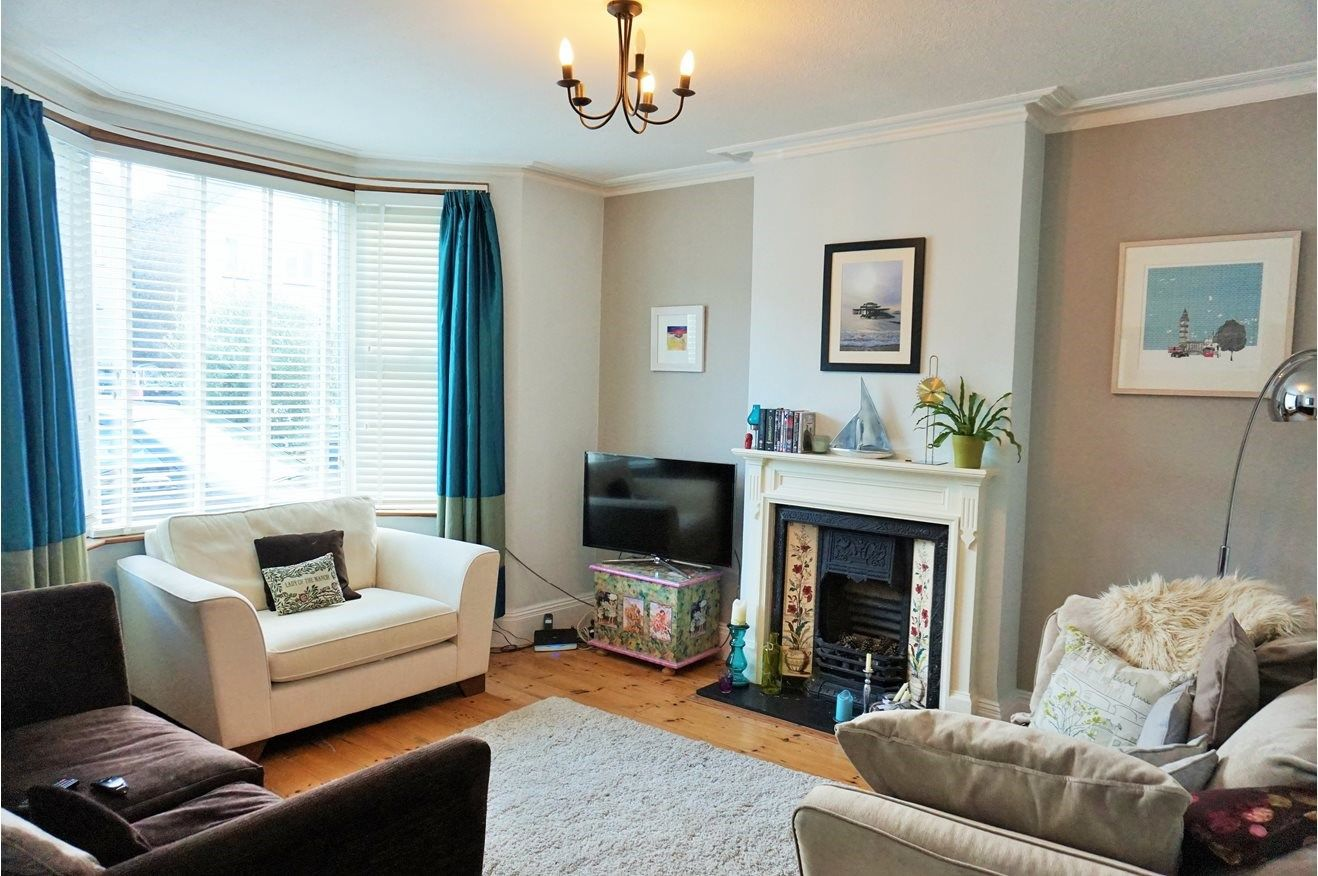 bedroom terraced house to rent in richmond park road kingston