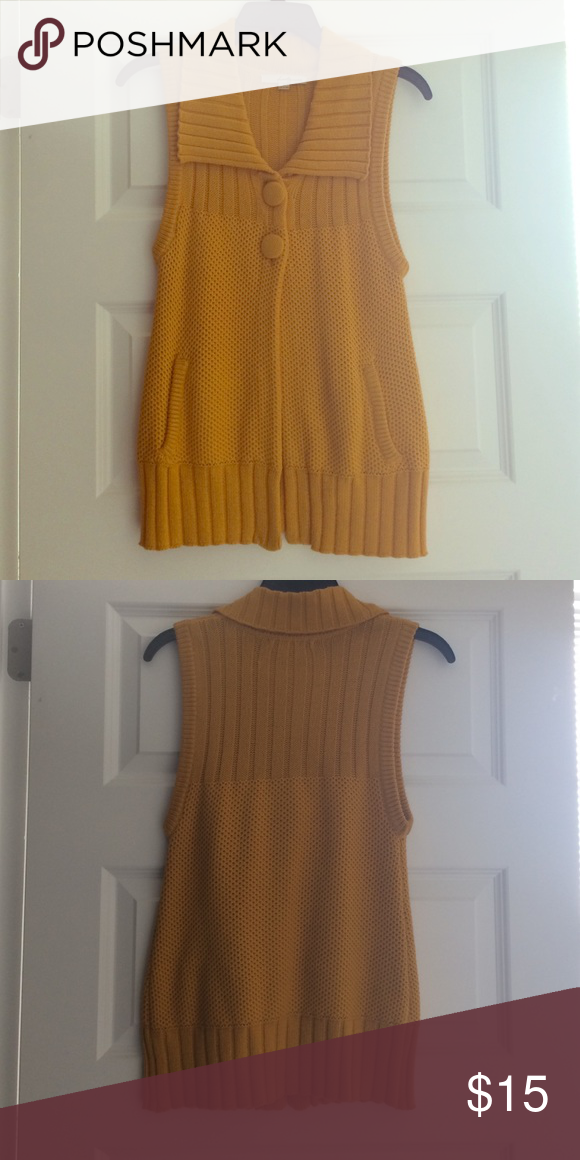 Sleeveless vest Mustard yellow sleeveless sweater vest with two buttons. Perfect for the fall Forever 21 Jackets & Coats Vests