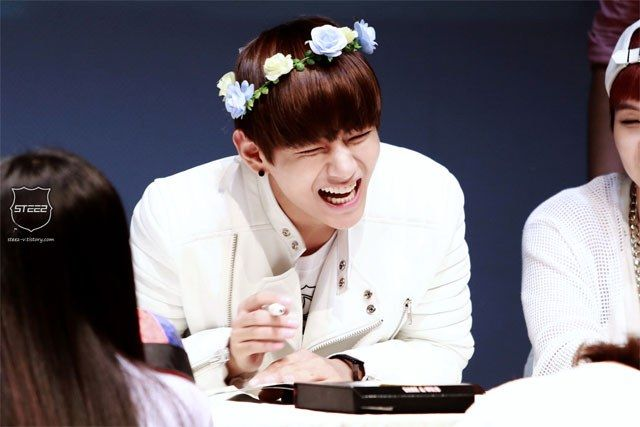 Kpop Idols Laughing Kpop Idols Laugh Kpop Laughing Happy Laughing Laughing Bts V Laugh Laugh Kpop Try Not To Laugh