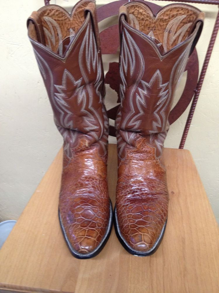 66d041b14db Brown in color and size 10D. Rare to find vintage pair of Justin sea ...