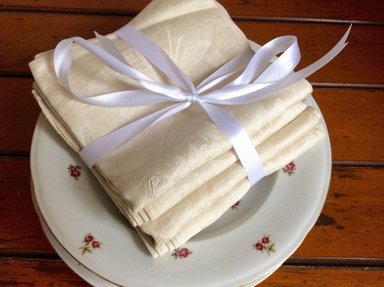 Ein persönlicher Favorit aus meinem Etsy-Shop https://www.etsy.com/listing/270336398/antique-vintage-napkins-table-serviettes