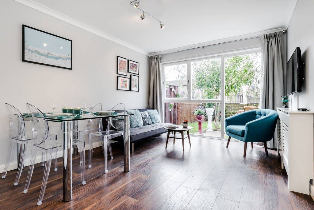 A beautiful and bright 2 bedroom apartment close to