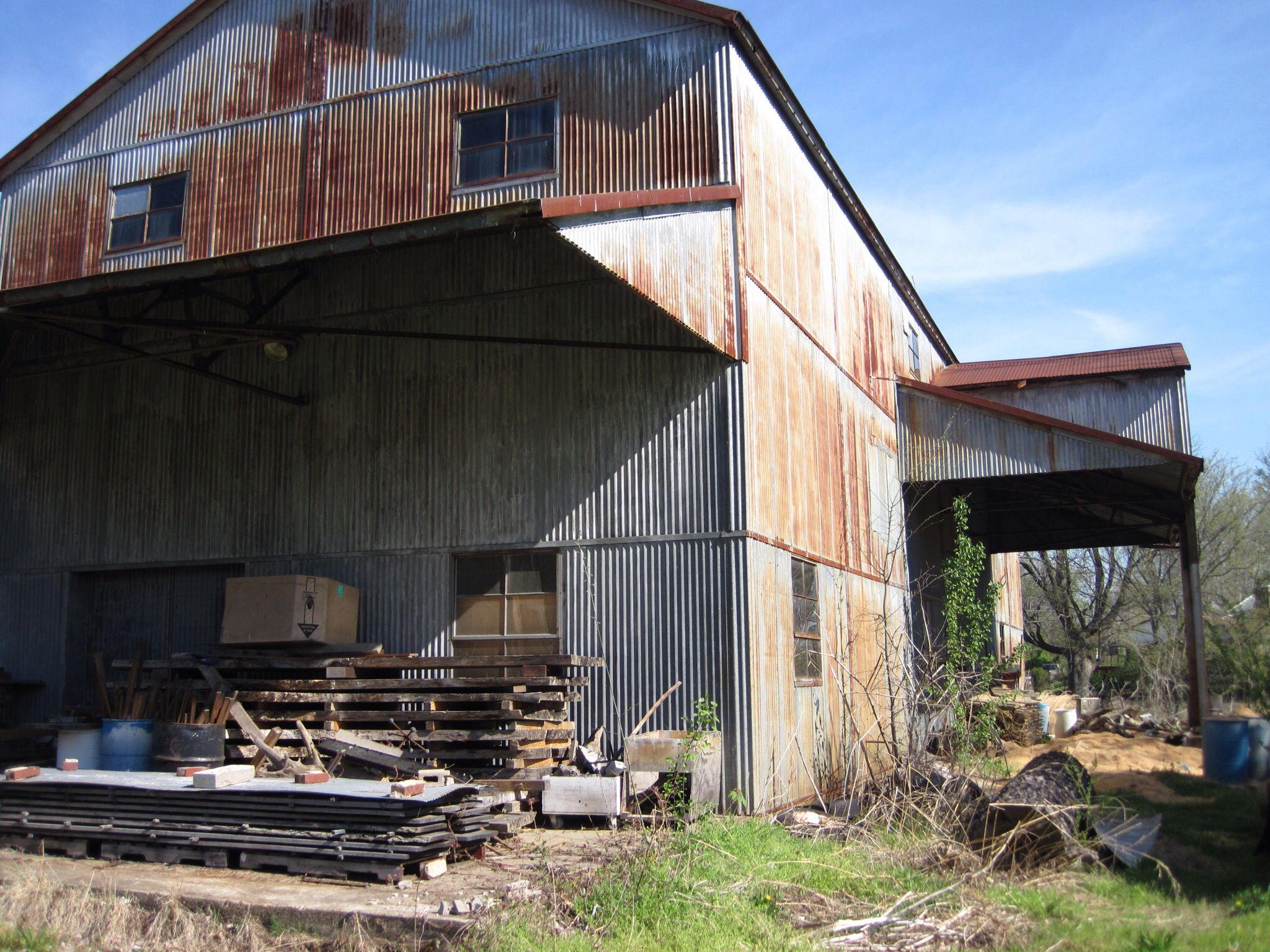 Old gin near Hornbeak, TN County house, House styles