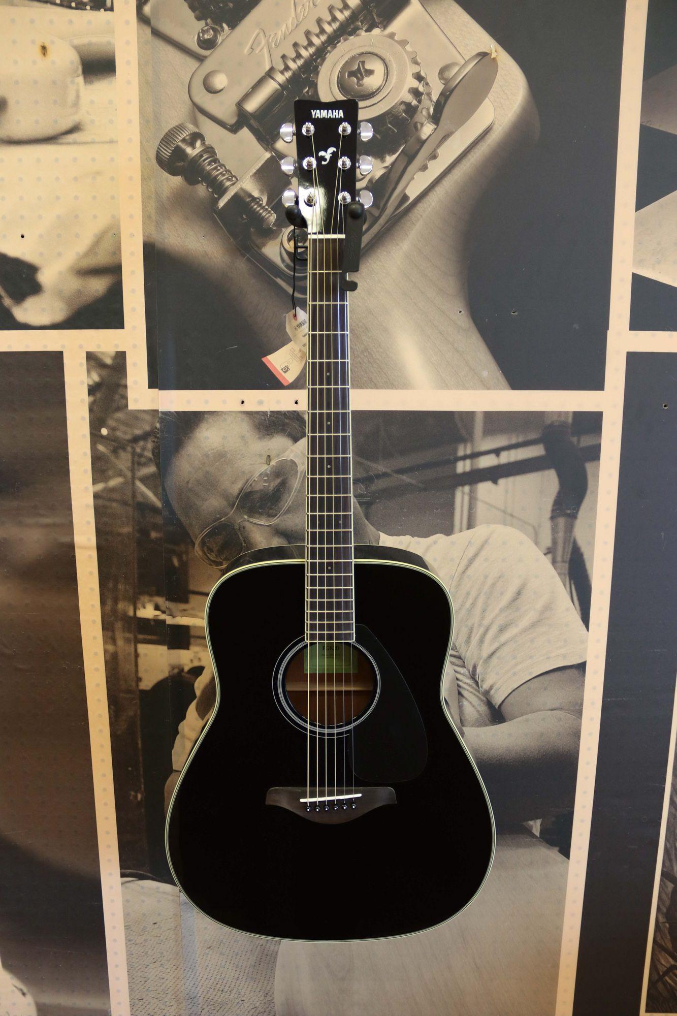 I Want This Yamaha Apx500 Acoustic Electric Guitar Black Www Amazon Com Yamaha Guitar Acoustic Electric Guitar Acoustic Electric
