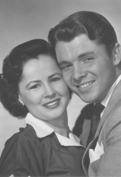 A Family Photo Of Audie MurphyPamela Murphy And Audie Murphy - Audie