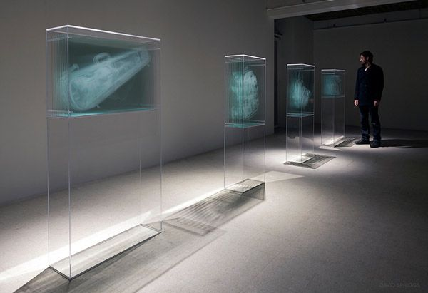 Layers of Glass Create 3D X-Rays of Luggage: David Spriggs' Transparency Report