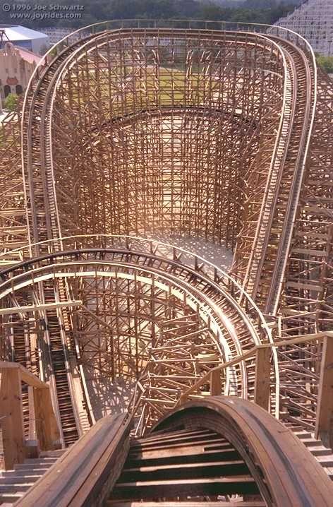 Viper In Six Flags Great America Hurricane Harbor Roller Coaster Six Flags Roller Coaster Ride