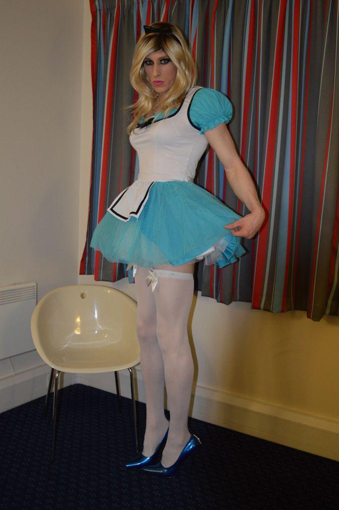 Transvestite Alice In Wonderland