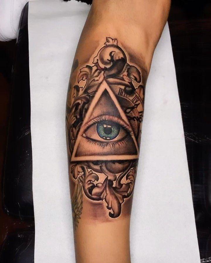 #tattoo #realistictattoo #realismtattoo #realism #olhotattoo #ornaments #tattoostyle #portugal🇵🇹 #guimaraes #tattooartist #tattooes