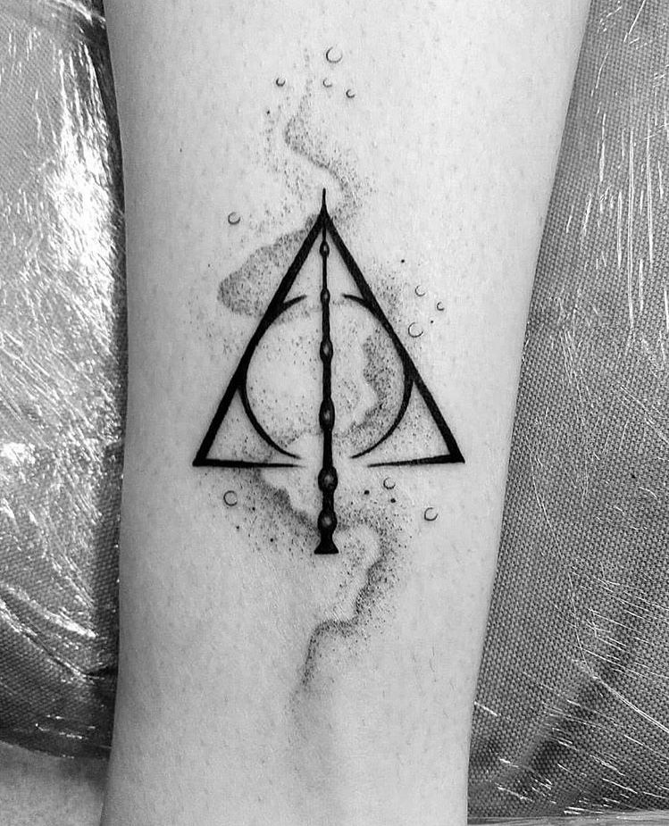 Deathly Hallows Tattoo Credits To The Owner Harry Potter Tattoos Deathly Hallows Tattoo Harry Potter Deathly Hallows