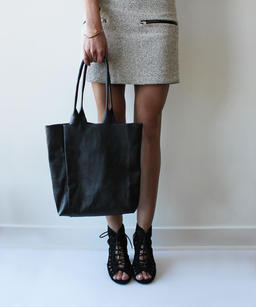 Easy 30-minute leather tote tutorial on http://contouraffair.blogspot.ca/2014/11/how-to-30-minute-basic-leather-tote.html