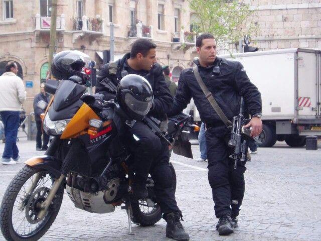 Israeli policemen