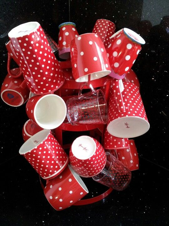 polka dots red mugs polk dots petit po pinterest rot rot weiss und punkte. Black Bedroom Furniture Sets. Home Design Ideas
