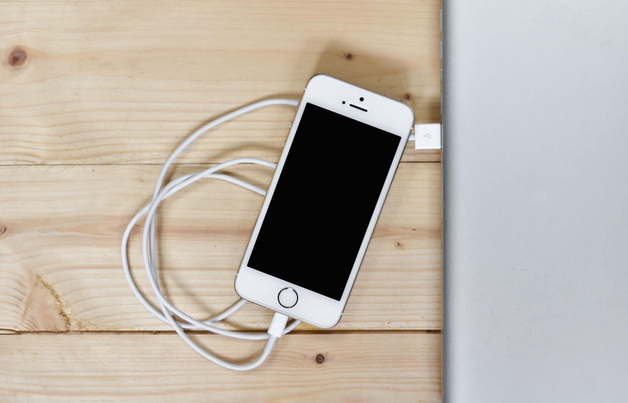 Content Standard Smartphone, Batteria, Macbook