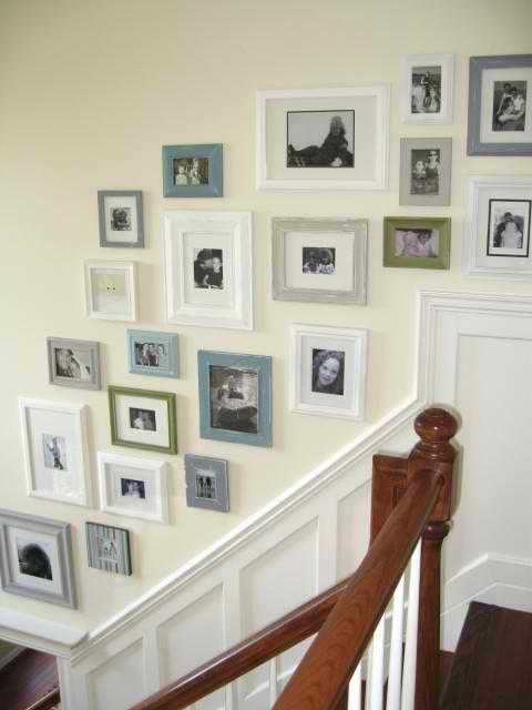 stairway/white-greyish color frames | Wall deco! | Pinterest ...