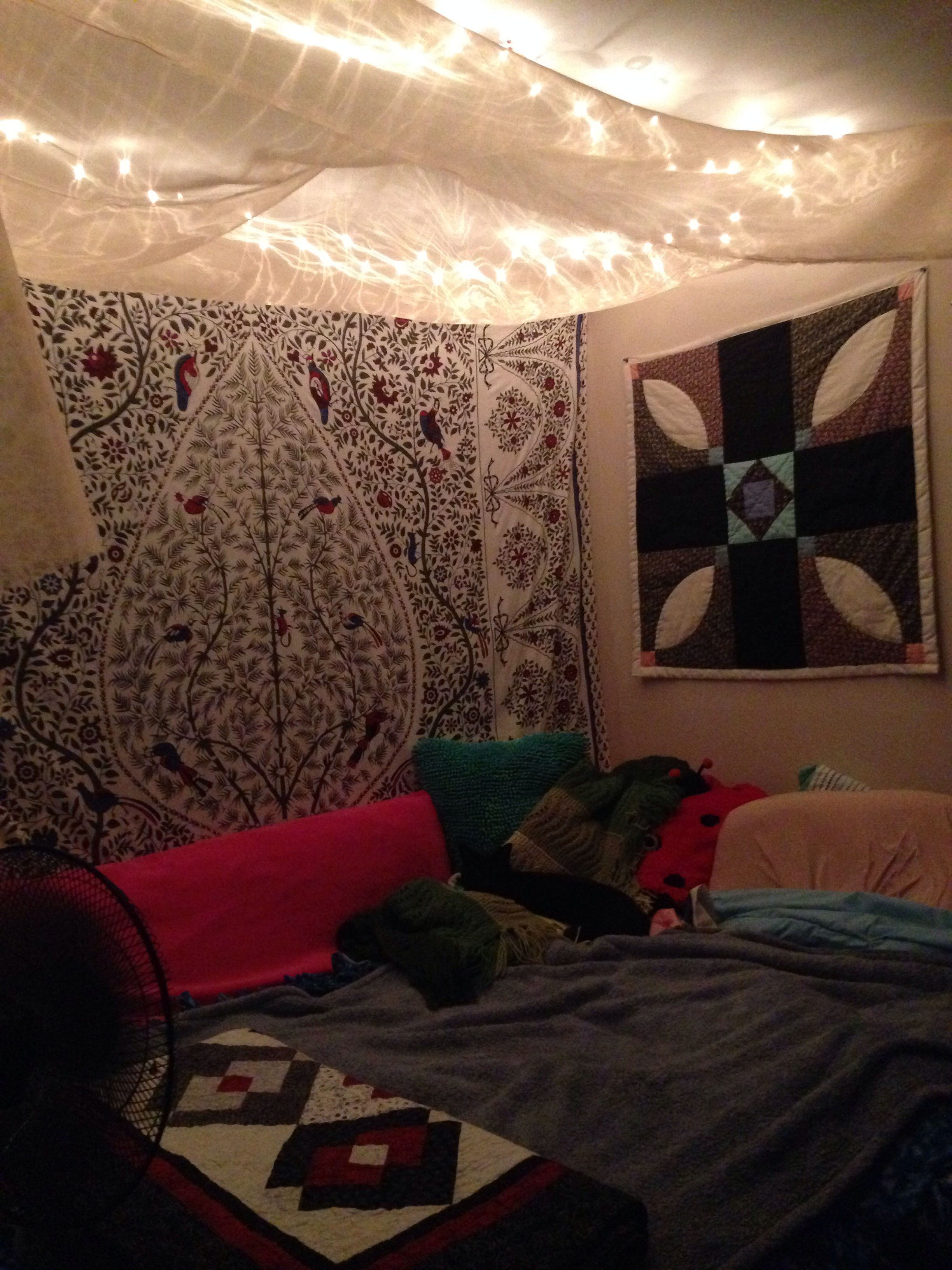 Urban outfitters bedroom tapestry -  Canopy With Christmas Lights Kitty On The Bed And Urban Outfitters Tapestry