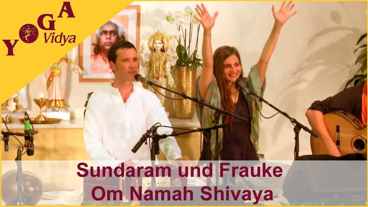 Sundaram and Frauke chant Om Namah Shivaya at the Musicfestival - YouTube