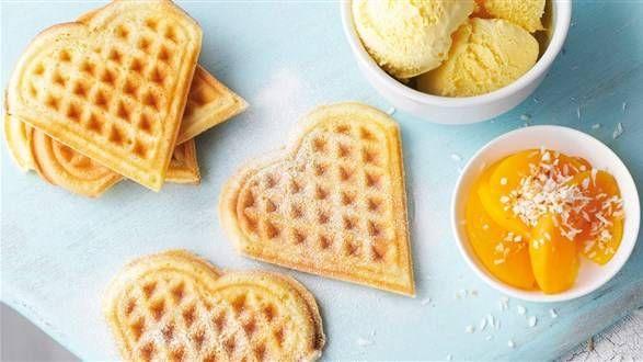 Gofry Na Maslance Z Sosem Z Limonki I Karmelu Przepis Recipe Food Frozen Fruit Desserts