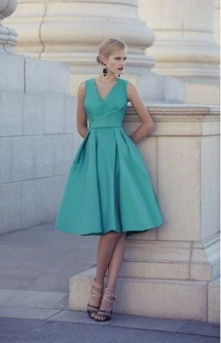 Hübsches kurzes Kleid für Brautjungfern in türkis. Modell ...