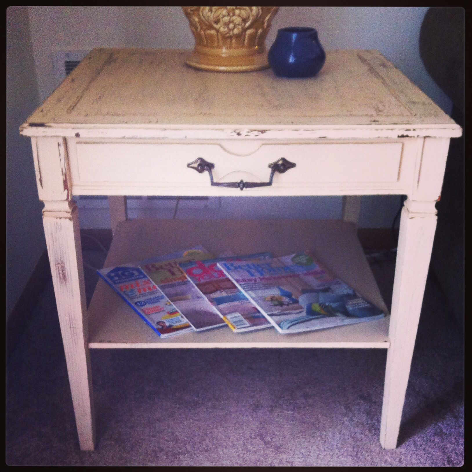 easy sunday project whitewashed end table accented with a vintage lamp - Whitewashed End Tables