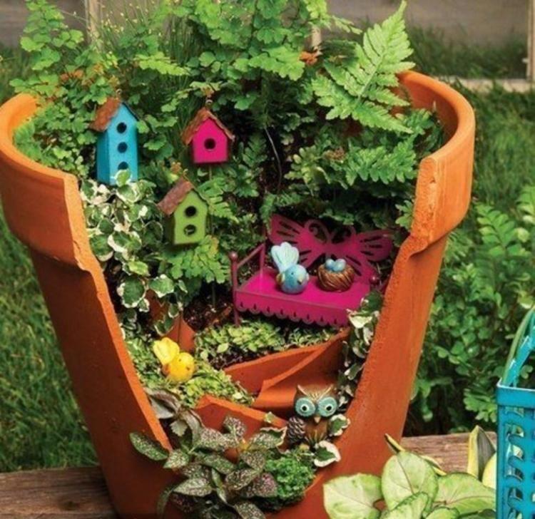 Jardin en pot pour le balcon cr ez un paradis miniature jardin en pots cuite et nichoirs - Deco pot de fleur terre cuite ...