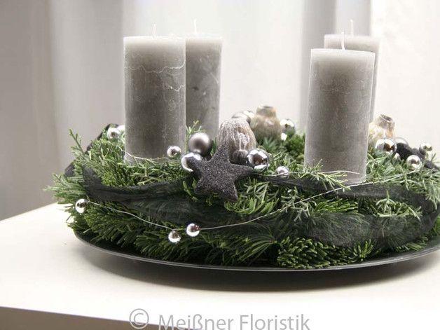 adventskranz frischer adventskranz grau schwarze. Black Bedroom Furniture Sets. Home Design Ideas