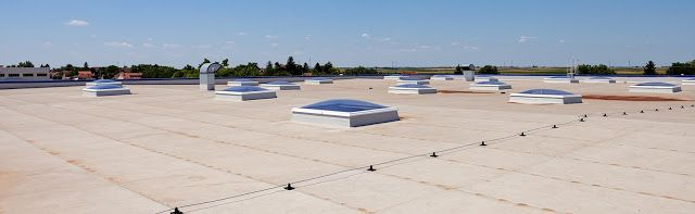 4 Reasons To Opt For Flat Roofs In Commercial Buildings Flat Roof Roofing Contractors Flat Roof Maintenance