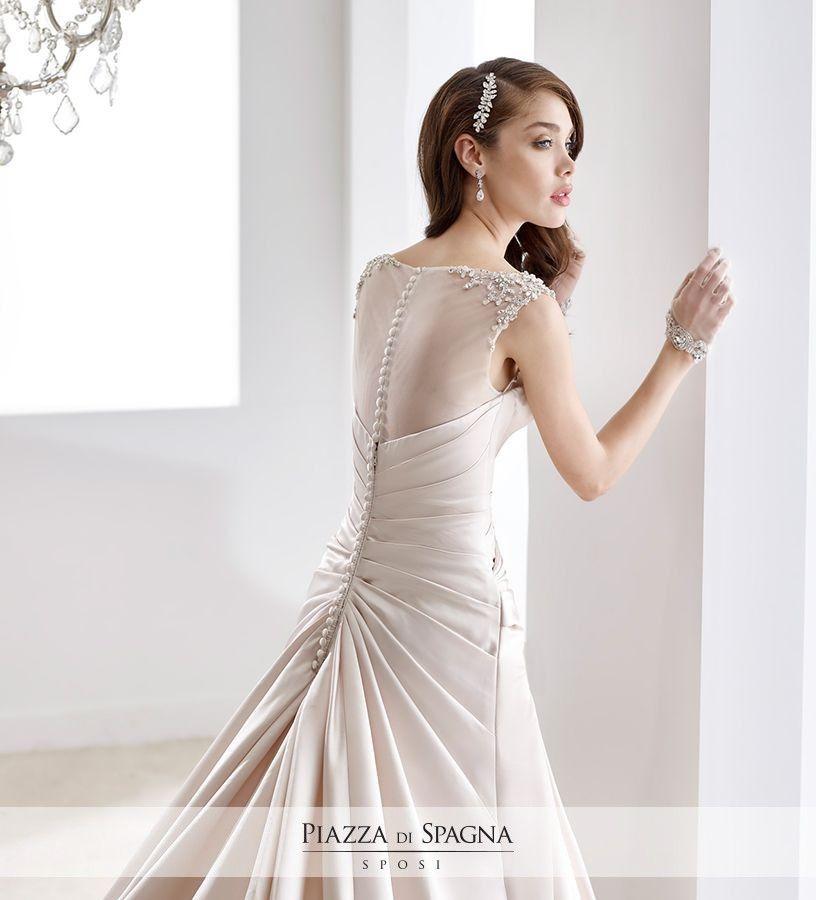Gli abiti della collezione Jolies by #Nicole risultano gradevolmente delicati e originali. Scopri la collezione su http://www.piazzadispagnasposi.it/collezioni/sposa/jolies-by-nicole/