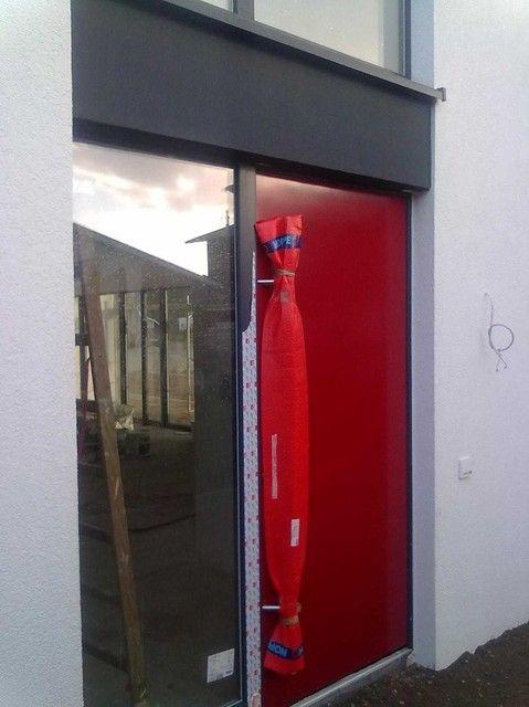 Rote Haustür Mit Seitlichem Fenster Hauseingang Pinterest Doors