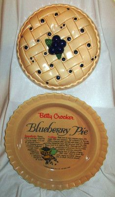 BLUEBERRY CERAMIC PIE DISH PLATE AND LID with RECIPE IN PLATE BETTY CROCKER & BLUEBERRY CERAMIC PIE DISH PLATE AND LID with RECIPE IN PLATE ...