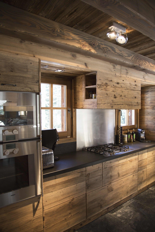 Chalets traditionnels alpin chalet cuisine chalet interior cottage interiors et chalet design - Cuisine chalet montagne ...