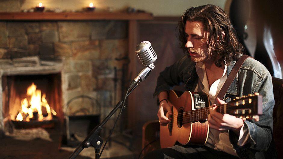 Irlantilaisen Other Voices -musiikkisarjan erikoisjakson tähtenä on sympaattinen, irlantilainen laulaja-lauluntekijä Andrew Hozier-Byrne (s.