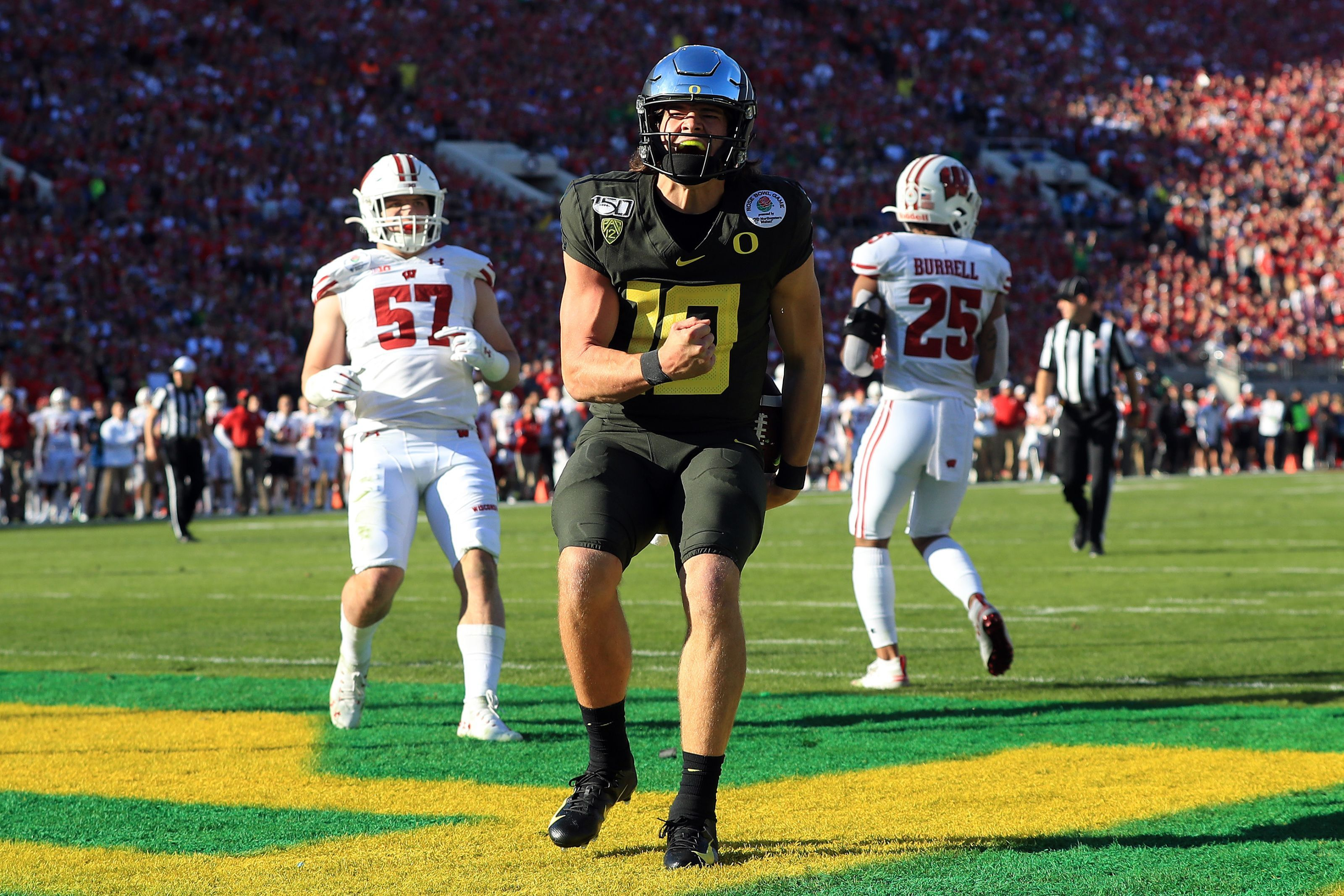 Justin Herbert Makes The Right Call By Heading To The Senior Bowl National Football League News In 2020 Nfl News Oregon Football National Football League