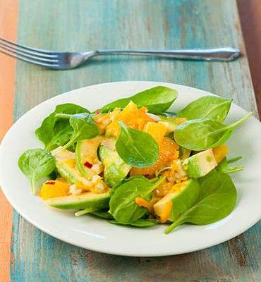 recetas-ensalada-de-espinacas-aguacate-y-naranja