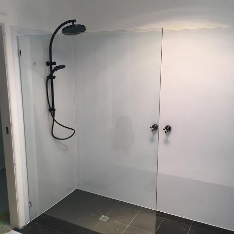 No #tile + No #grout #shower walls anyone? Who in their right mind ...