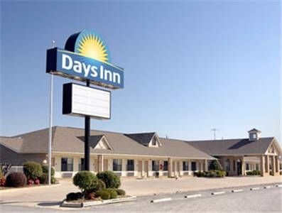 Days Inn Lonoke Lonoke Arkansas Located Just Off Interstate 40 This Motel Offers A Complimentary Continental Breakfast And Free Wi F Hotel Inn North America