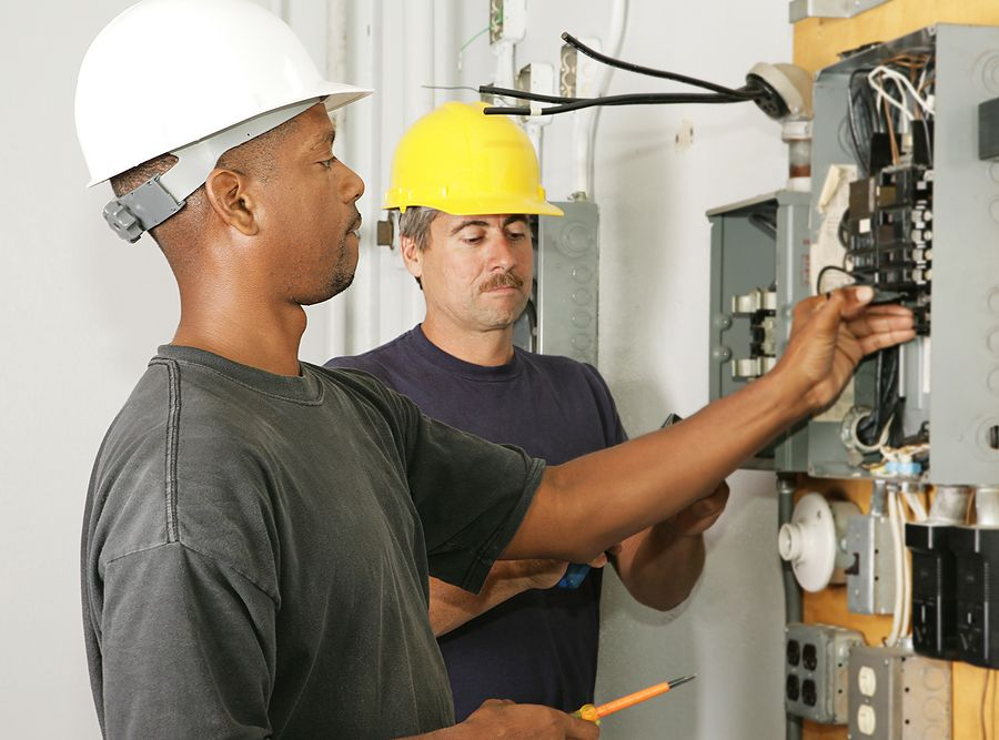 Average Electrician Salary 2018 How Much Do Electricians Make Commercial Electrical Contractors Electrician Electricity