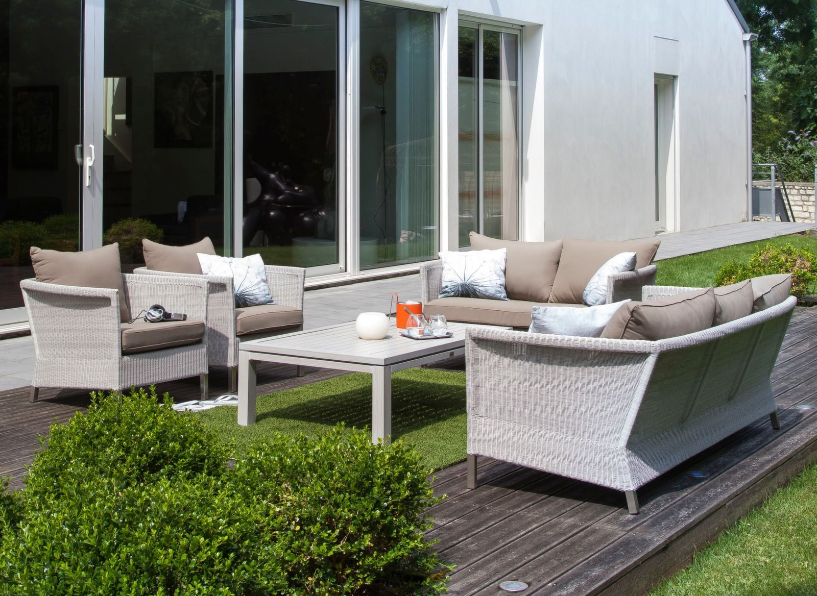 Salon de jardin bas blanc et taupe Thyme Océo - Proloisirs ...