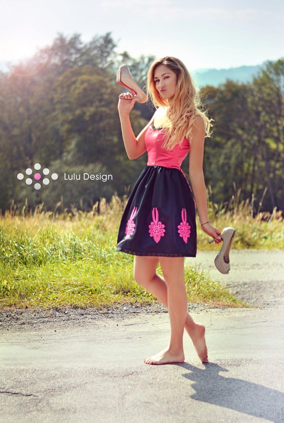 Sukienka Gorsetowa Z Haftowanymi Parzenicami Zaprojektowana I Wykonana W Naszej Pracowni Mozemy Przygotowac Sukienke Z Innym Fashion Dresses Graduation Dress