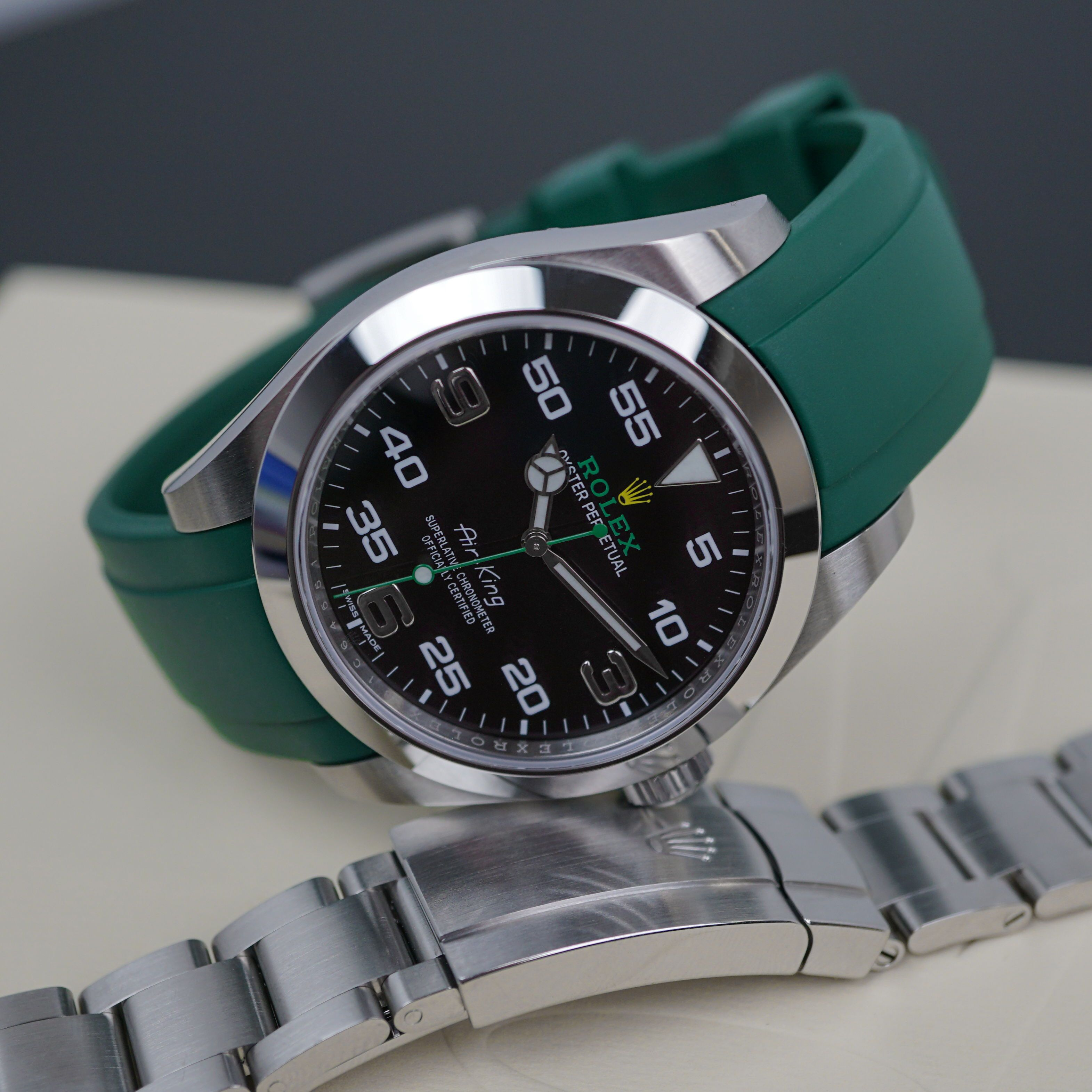 It's those little green details The Air King on Green