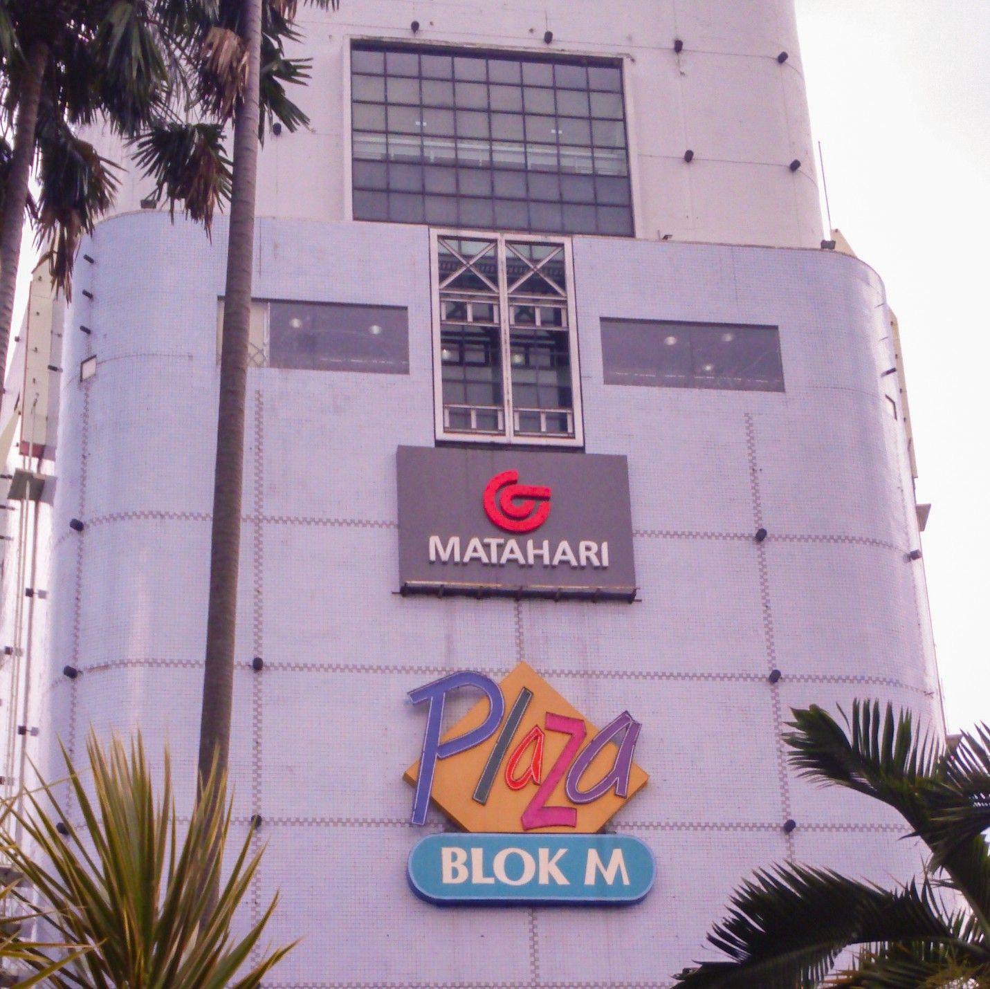 Pusat perbelanjaan Blok M Plaza di Kebayoran Baru, Jakarta
